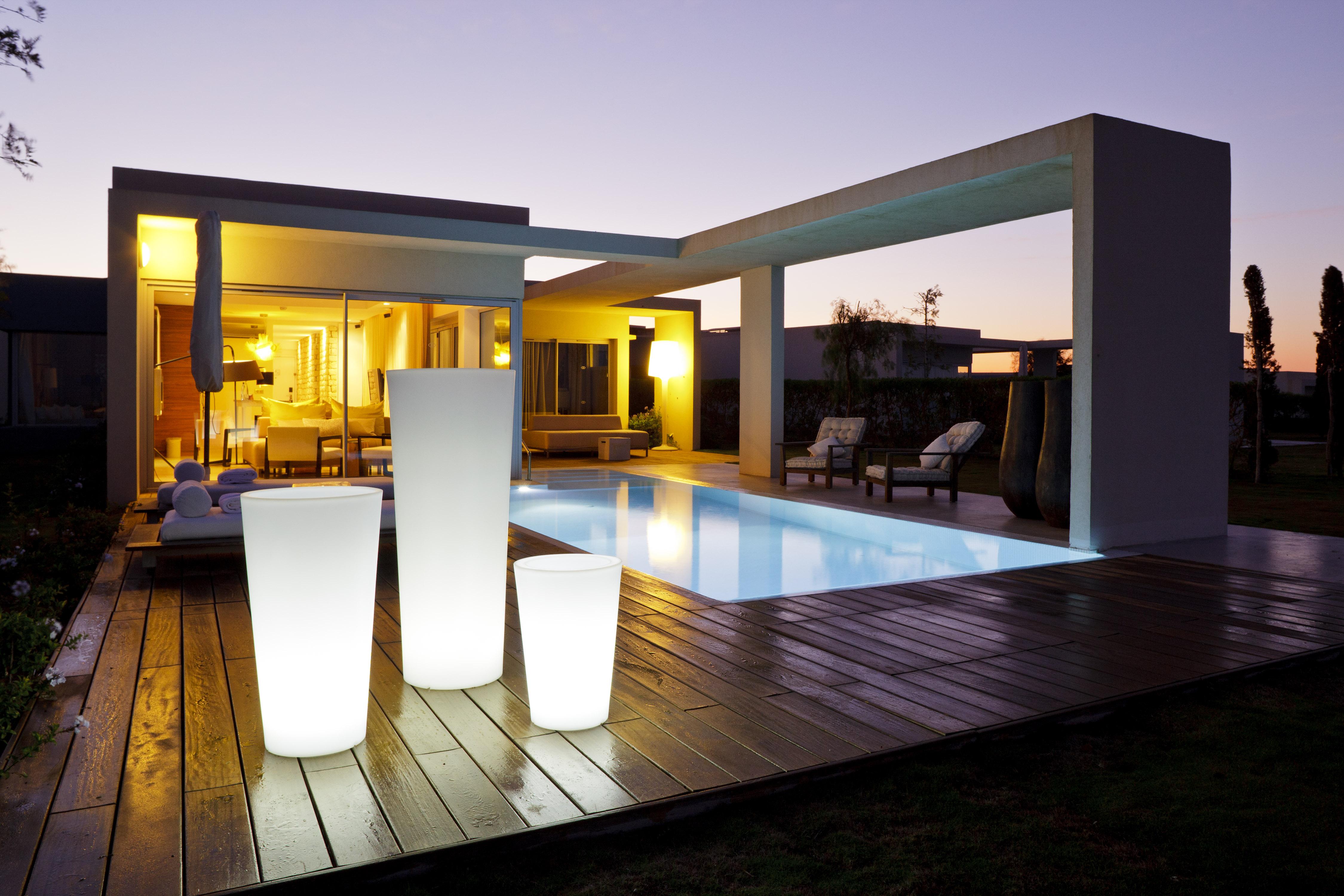 Les mobiliers et objets lumineux design pour votre terrasse for Eclairage de terrasse design