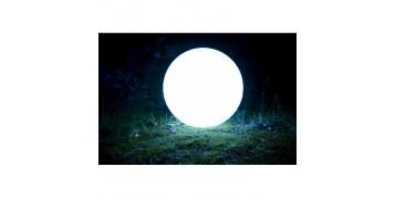 Boule lumineuse : pour un jardin au style contemporain